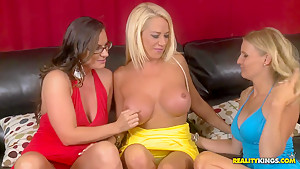 Three horny and gorgeous ladies remind their lesbian past