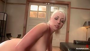 Please a woman's ass