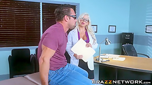 Sexy eye doctor Savannah Stevens fucking with a patient