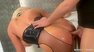 Luxury Alura Jenson lets this fat cock really deep in!