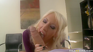Sexy Valerie Fox earns the respect of her boss