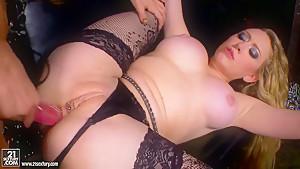 Amy Brooke,  Kagney Linn Karter have hardcore lesbian sex