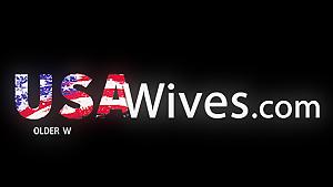 USA Wives Anal playing on the sofa