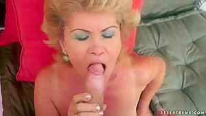 Mature babe Effie is fucking with an younger guy