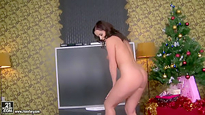 Christmas present from sexy slut Cindy Dollar