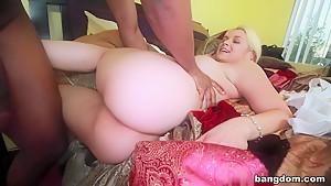 Deep Throat Queen Sarah Vandella Takes...