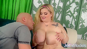 Blonde BBW Sasha Juggs uses her big tits to catch a man
