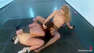 Lea Lexis Pushes Mia Golds Electro-Limits LIVE!
