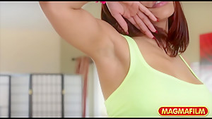 Luna Star does the perfect twerking