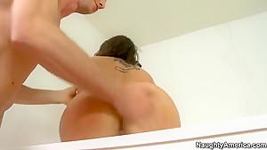 Jordan Ash puts a few fingers in Kelly Divine's buttocks